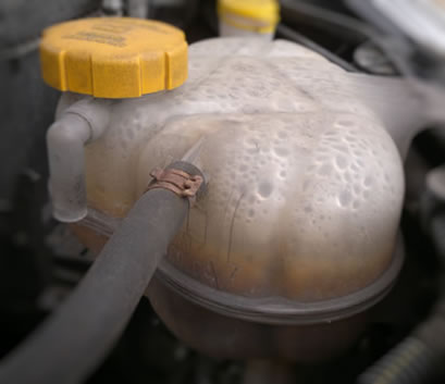 Engine coolant reservoir