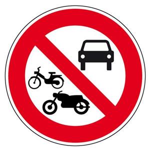 Panneau accès interdit à tous les véhicules à moteur