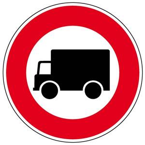 Panneau accès interdit aux véhicules affectés au transport de marchandises