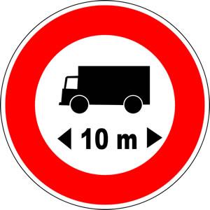 Panneau accès interdit aux véhicules dont la longueur est supérieure au nombre indiqué