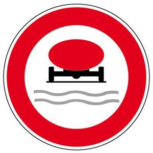 Panneau accès interdit aux véhicules transportant des marchandises susceptibles de polluer les eaux
