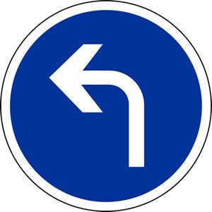 Panneau direction obligatoire à la prochaine intersection: à gauche