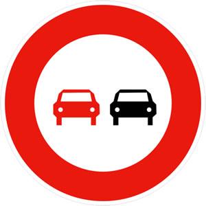 Panneau interdiction de dépasser tous les véhicules à moteur autres que ceux à deux roues sans side-car