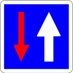 Panneau priorité avec le passage à la circulation venant en sens inverse
