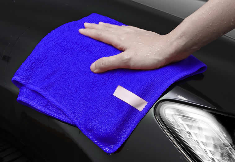 Cleaning a car with a microfiber cloth